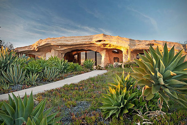 Dick Clark_Flintstones house-1