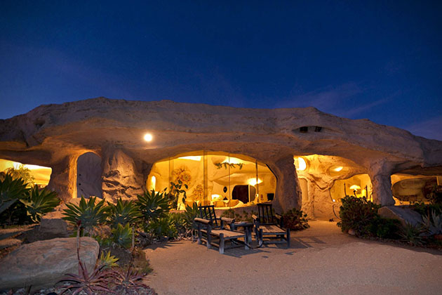 Dick-Clark_Flintstones-house_2