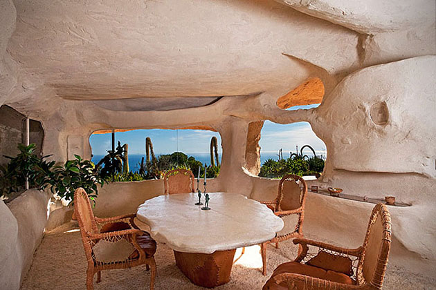 Dick Clark_Flintstones house_3