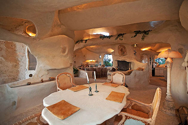 Dick Clark_Flintstones house_4
