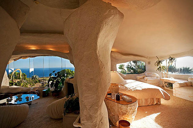 Dick Clark_Flintstones house_6