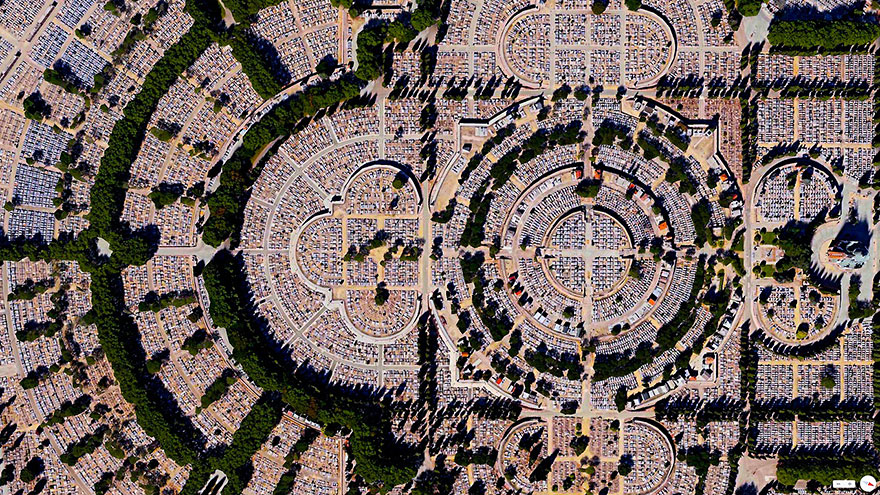 Our Lady of Almudena Cemetery_satellite_image