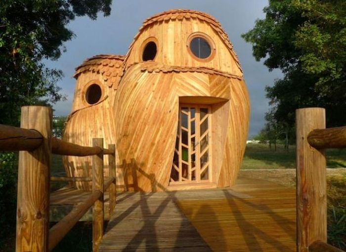 Owl-shaped-timber-cabin