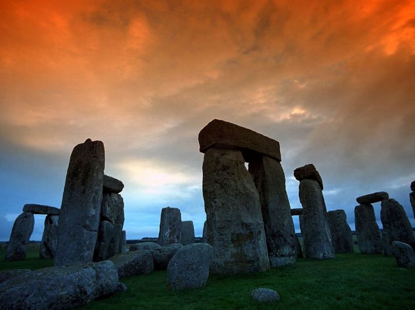 Stonehenge_curious_aspects_06