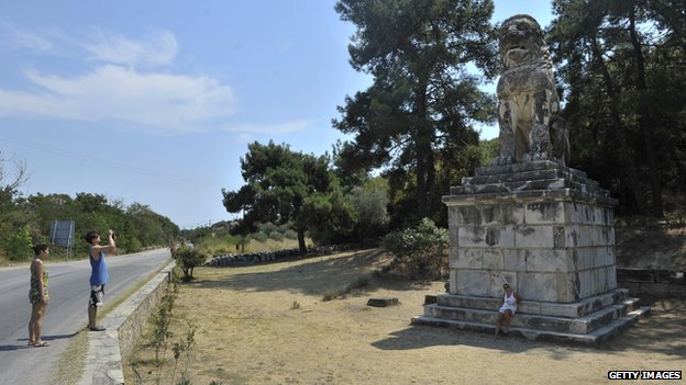 excavation-site-in-Amphipolis-Greece_1