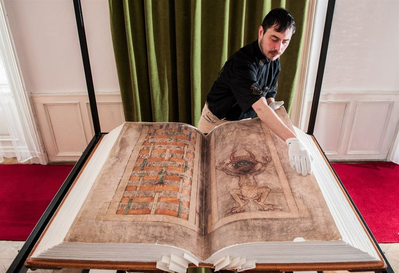 Codex Gigas_Devil's Bible_1