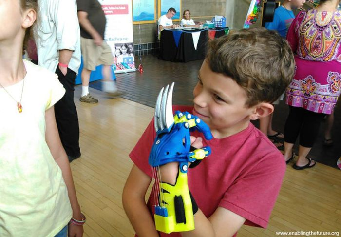 superhero_prosthetic_hands_kids_2