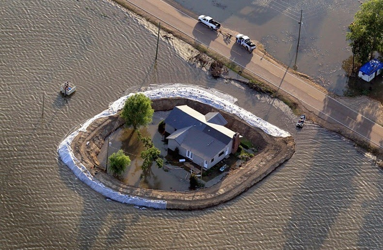 Home_Islands_mississippi-flooding_1