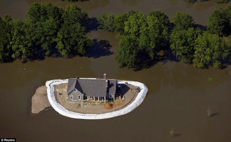 Home_Islands_mississippi-flooding_4
