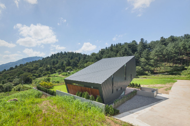 Leaning House_PRAUD_South_Korea_2