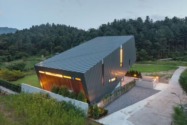Leaning House_PRAUD_South_Korea_5