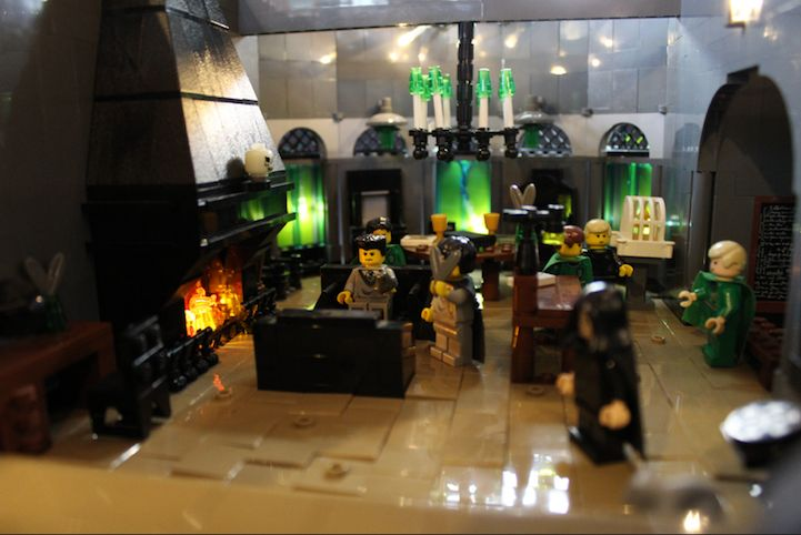 Hogwarts_400000_LEGO_Bricks_Alice_Finch_4