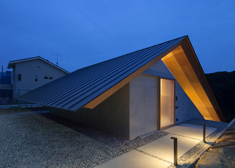 House in Hibaru_Japan_Suppose Design Office_7
