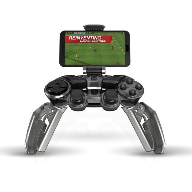 Mad Catz_LYNX 9_Game Controller_CES 2015_3