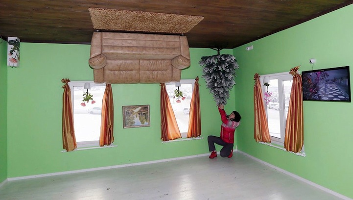 upside-down_house_Siberia_1
