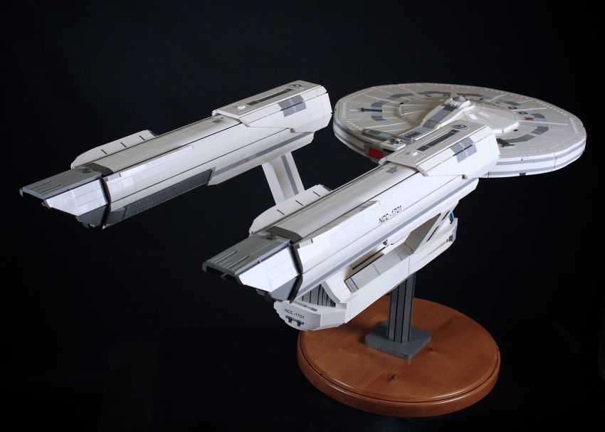 Starship Enterprise_LEGO_Chris_Melby_10