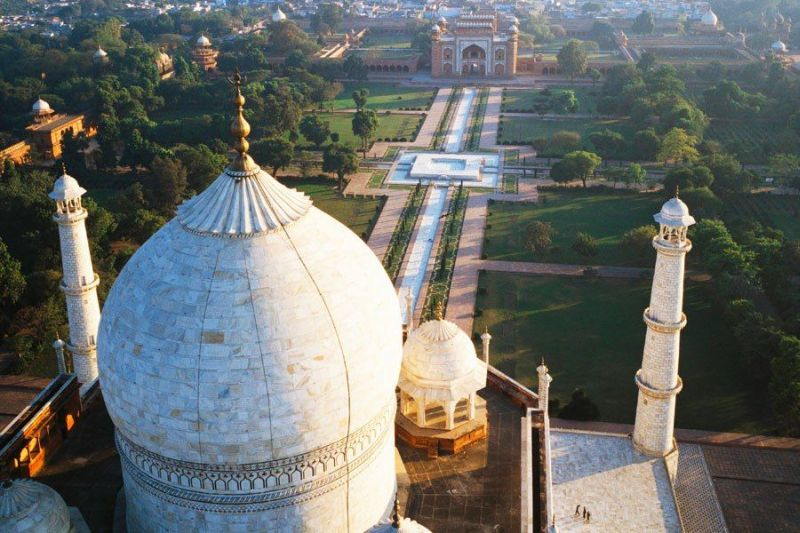Taj Mahal gardens oriented with the solstice sun_2