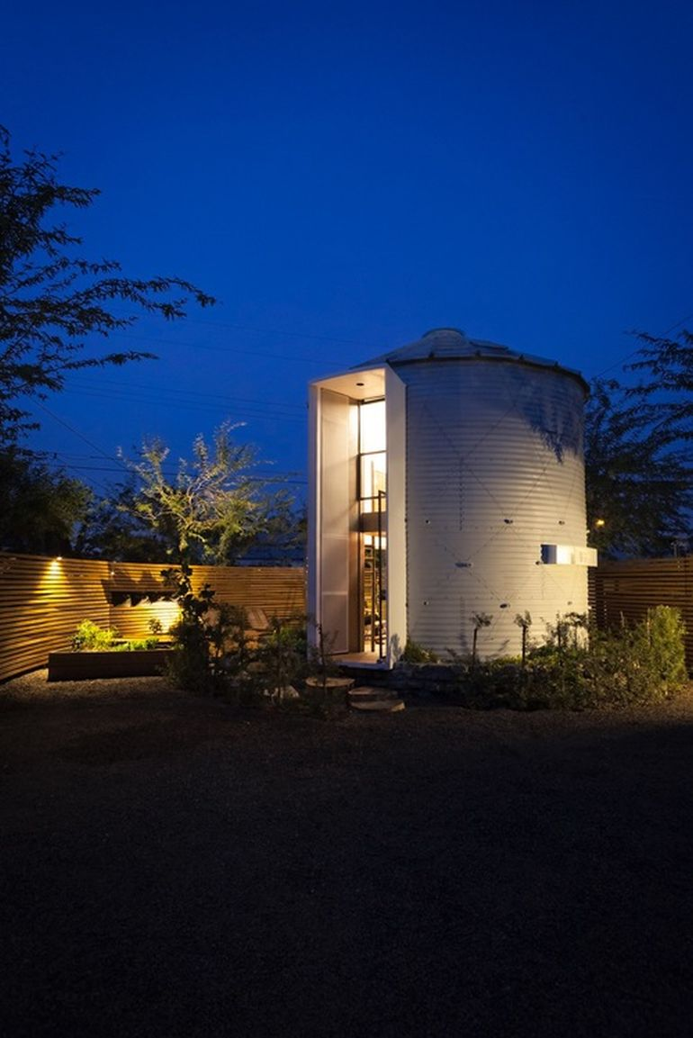 Christopher Kaiser Tranforms Former Silo Into Modern Dwelling-13