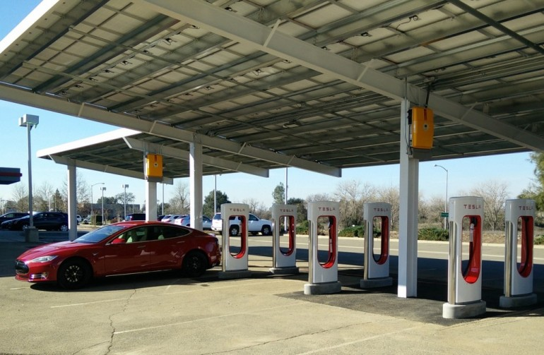 Tesla Adds 2000th Supercharger-1