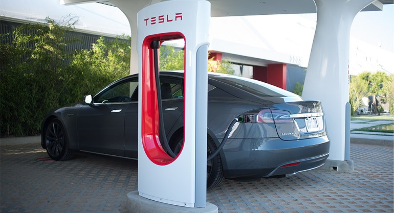 Tesla Adds 2000th Supercharger-4