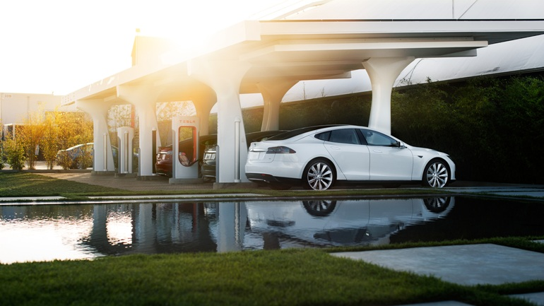 Tesla Adds 2000th Supercharger-5