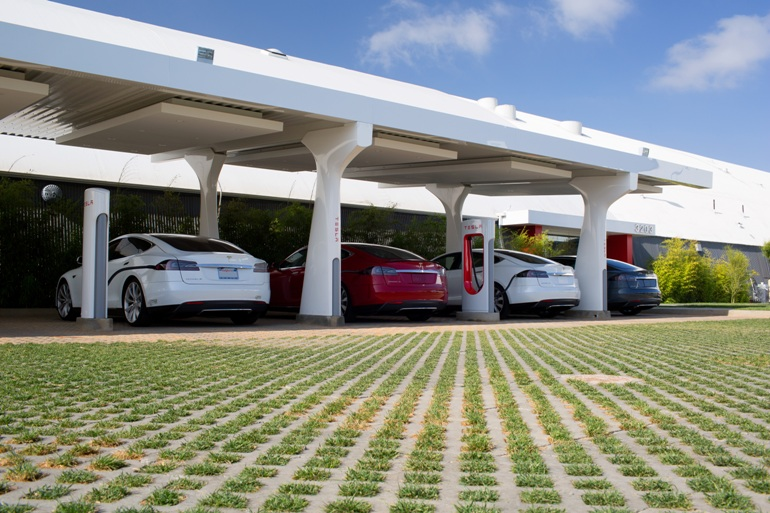 Tesla Adds 2000th Supercharger-6