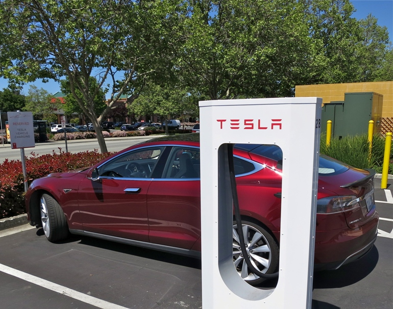 Tesla Adds 2000th Supercharger-7