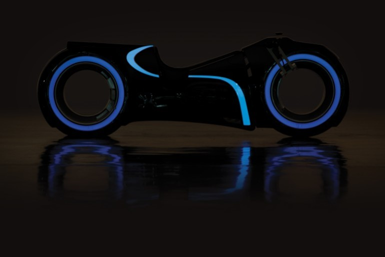 Tron Light Cycle Replica Goes To Auction-5