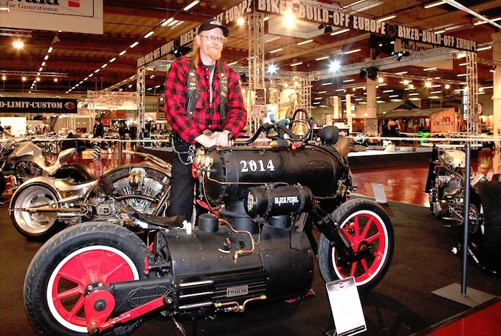 Black_Pearl_Revatu_Customs_Steam_Engine_1