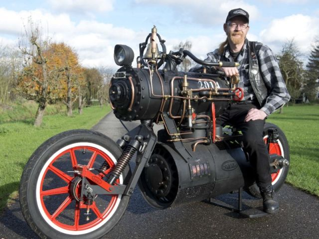 Black_Pearl_Revatu_Customs_Steam_Engine_5