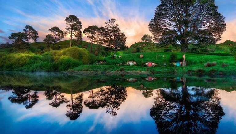 new zealand opens real life version of the hobbiton. Black Bedroom Furniture Sets. Home Design Ideas