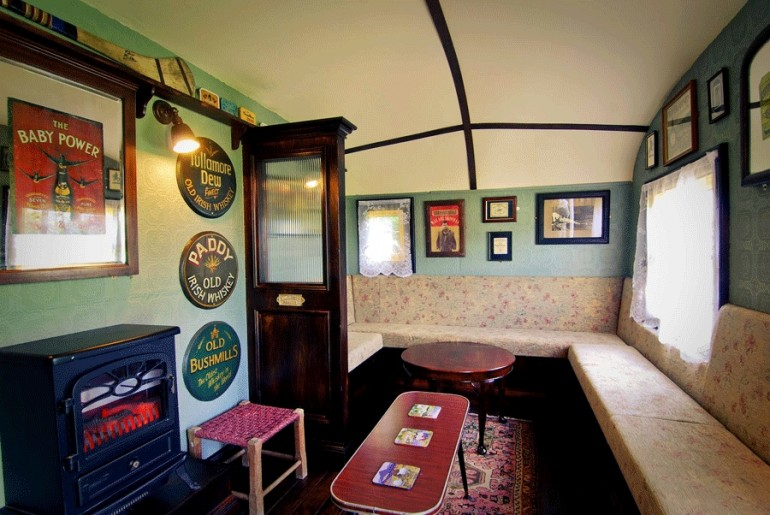 The_Shebeen_Irish_pub_on-wheels_3