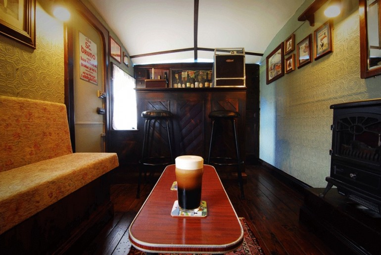 The_Shebeen_Irish_pub_on-wheels_4