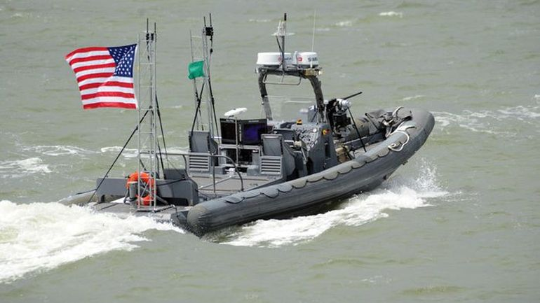 Futuristic_military_technology_robot_unmanned_boat