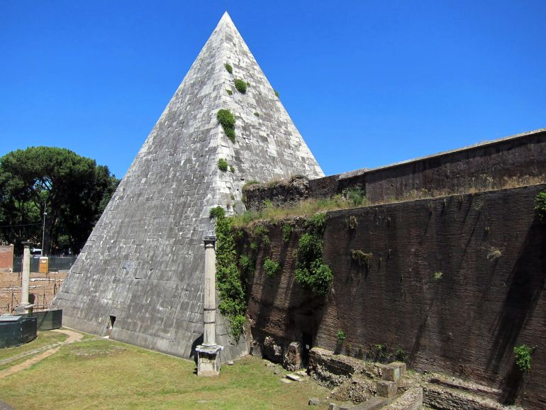 Ancient_Pyramid_Of_Cestius_Rome_3