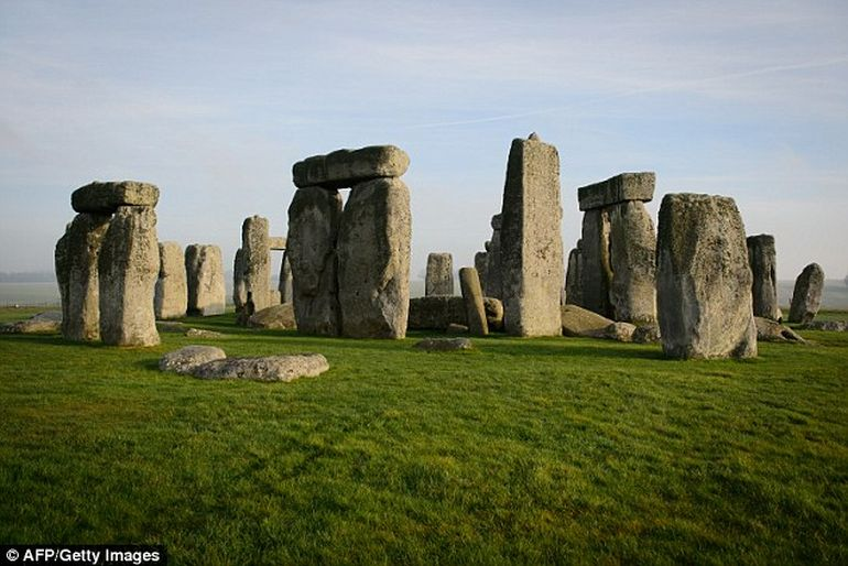 4000-year-old Skeleton Of Teenager Found Near Stonehenge-4