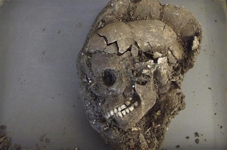 4000-year-old Skeleton Of Teenager Found Near Stonehenge-5