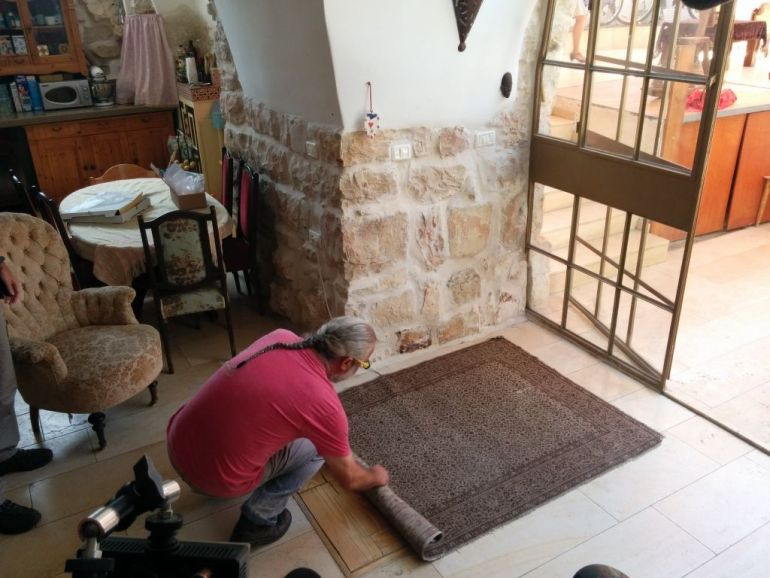IAA Discovers 2000-year-old Ritual Bath Under A Family's Living Room in Jerusalem-13