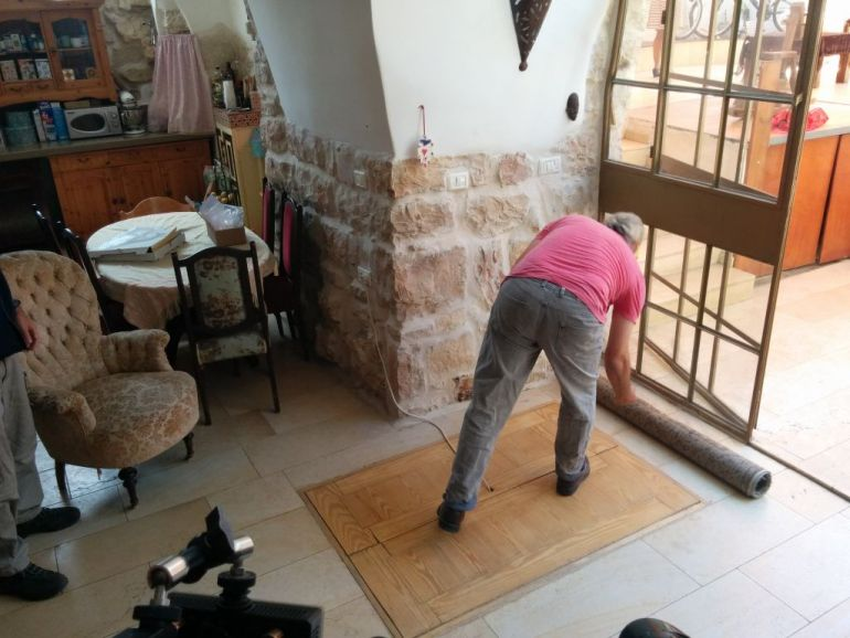 IAA Discovers 2000-year-old Ritual Bath Under A Family's Living Room in Jerusalem-14