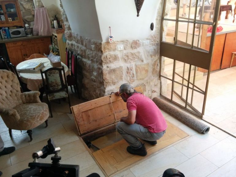 IAA Discovers 2000-year-old Ritual Bath Under A Family's Living Room in Jerusalem-15