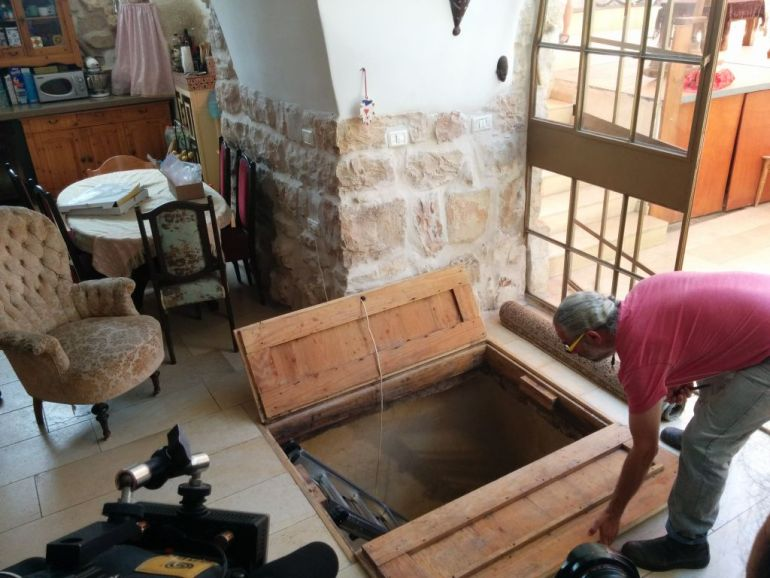 IAA Discovers 2000-year-old Ritual Bath Under A Family's Living Room in Jerusalem-16