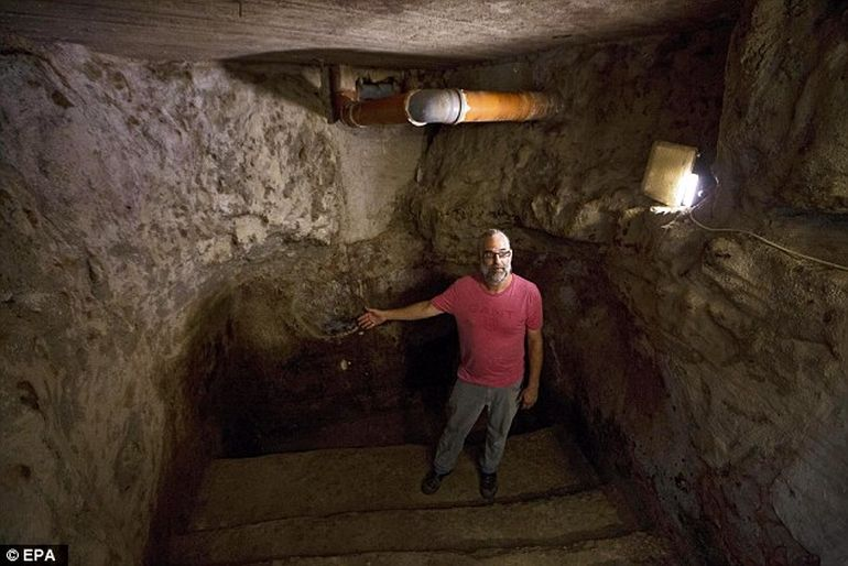 IAA Discovers 2000-year-old Ritual Bath Under A Family's Living Room in Jerusalem-6