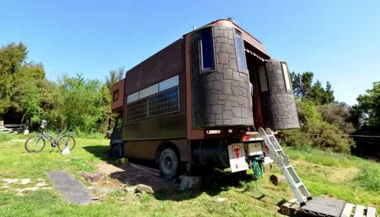 The Incredible Transforming Castle Truck-11