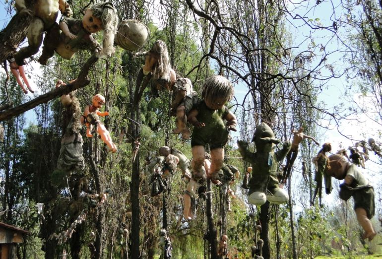 Mexico's Island Of The Dolls Is Home To 1500 Mutilated Dolls-10