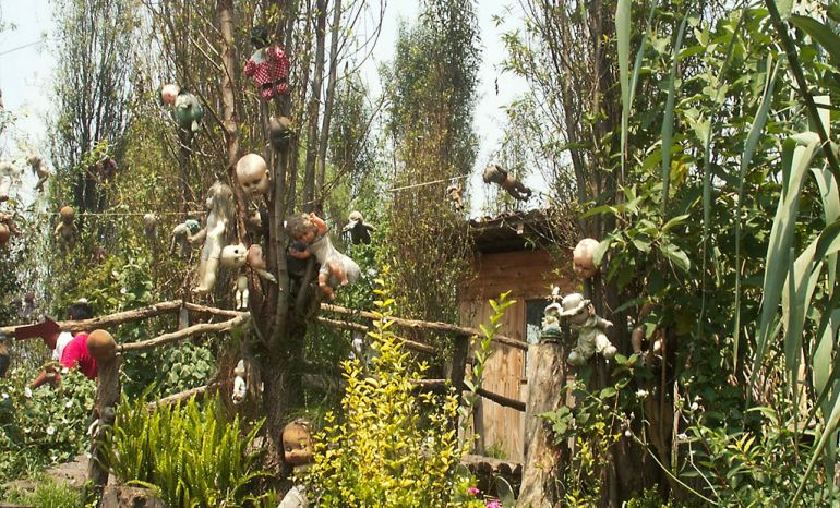 Mexico's Island Of The Dolls Is Home To 1500 Mutilated Dolls-3