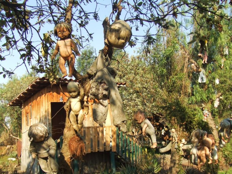 Mexico's Island Of The Dolls Is Home To 1500 Mutilated Dolls-9