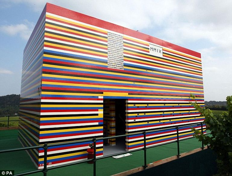 Biggest_LEGO_Creations_James_May_LEGO_house_1