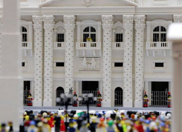 Mini Replica Of The Vatican Built Using 500,000 LEGO Bricks-1