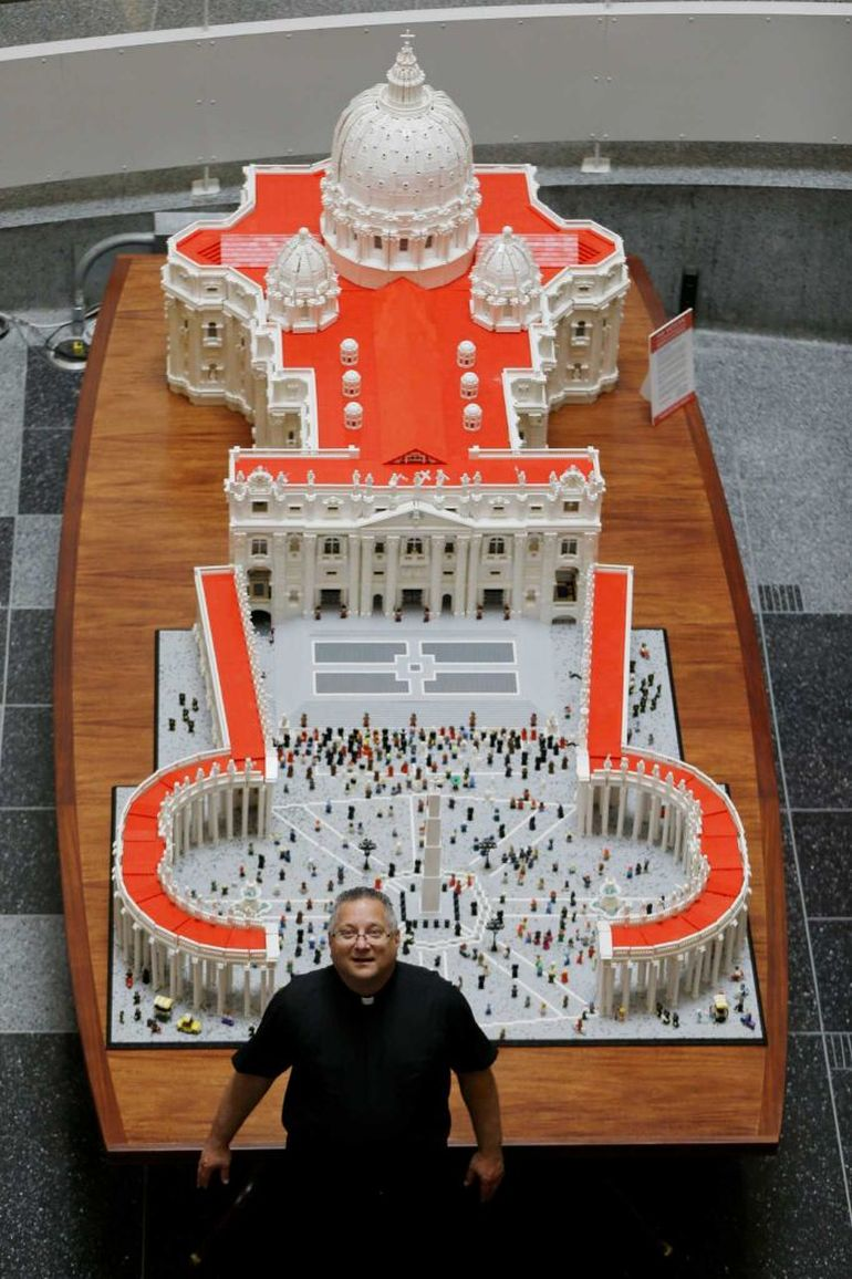 Mini Replica Of The Vatican Built Using 500,000 LEGO Bricks-4