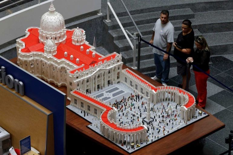 Mini Replica Of The Vatican Built Using 500,000 LEGO Bricks-5